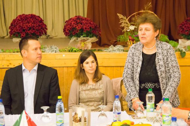 Győri Margit köszönti a résztvevőket - Deáki
